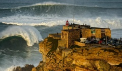 Let the big wave games begin! Ação ao rubro na Nazaré (VÍDEO)